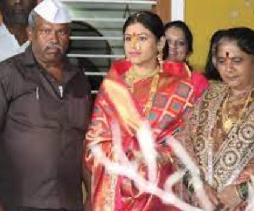 actress ashwini mahangade family