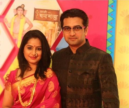 actor akshay kothari with wife