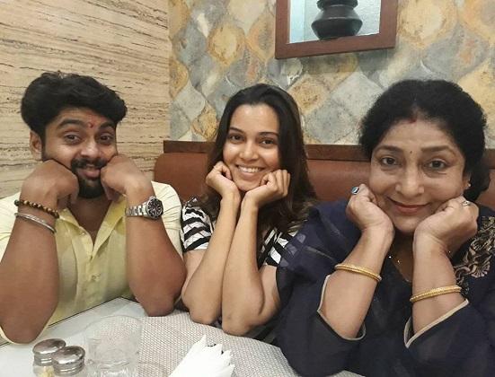 actress archana patkar family