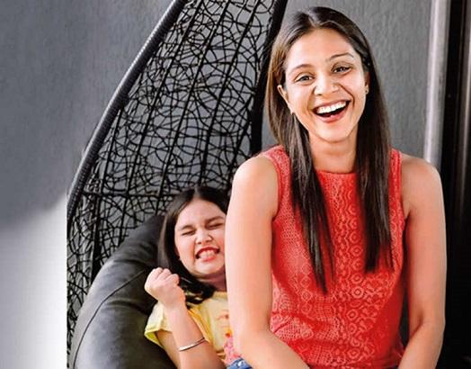 manasi salvi with daughter