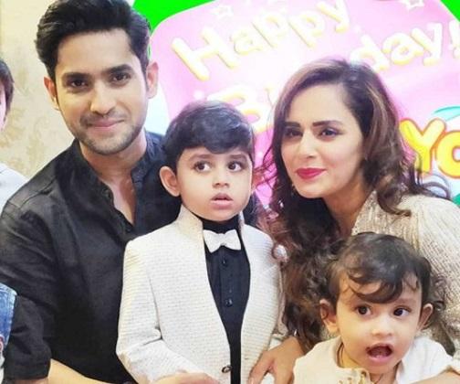 actor mandar jadhav family photo