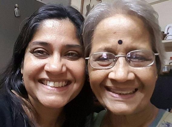 renuka shahane with mother