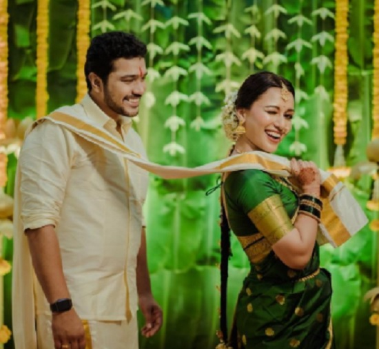 suyash and ayushi bhave