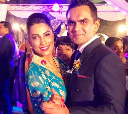 kranti redkar with husband
